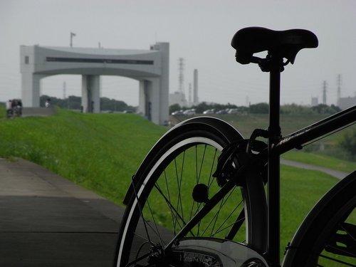 自転車と朝霞水門